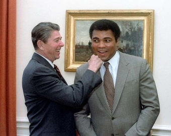 "President Ronald Reagan ""Punching"" Legendary Boxer Muhammad Ali - 5X7 or 8X10 Photo (ZZ-435)"