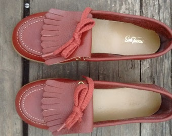 Sweet Women's Vintage Red Moccasin with Fringe and Laces Size 5