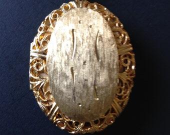 Locket, vintage gold tone locket