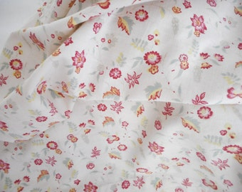 pretty vintage 1930 flowery old fabric