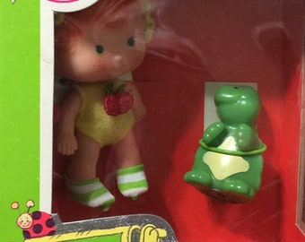 Strawberry Shortcake Apple Dumplin' Doll With Tea Time Turtle Pet 1980