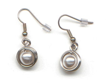 Aluminum decorated with a pearl bead earrings, light weight, classical, white