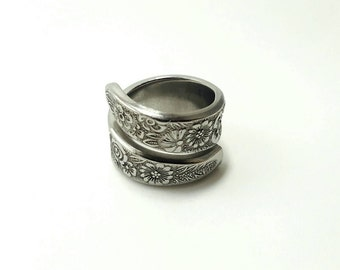 Handcrafted Genuine Vintage Upcycled stainless steel Spoon Ring 'floral'.