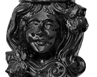 Moor's heads black line of Caltagirone's ceramic