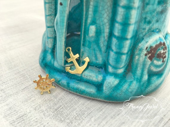 Gold plated anchor stud earrings, anchor earring, tiny stud earring, dainty earrings, simple earrings, anchor earrings, nautical jewelry