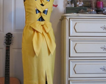 Vintage Yellow Knee Length Dress Size 3 to 4  Spring / Summer / Vacation / Semi Formal / Woman's / Woman / Ladies / Lady / Female