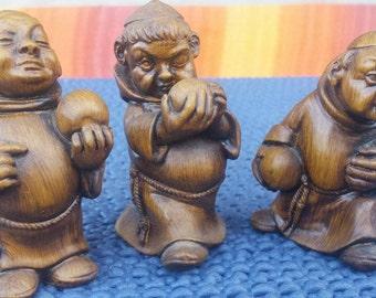 Three figurines with three little terns