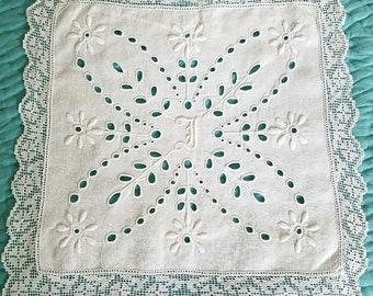 Hand-Made Punch and Embroidery Work Linen Square with Lace