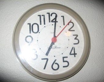 Seth Thomas Clock-Wall Kitchen Clock, Battery Operated Works Well