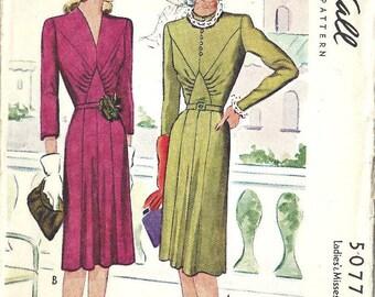 "1943 WW2 Vintage Sewing Pattern B36"" DRESS (1745)  McCall  5077"
