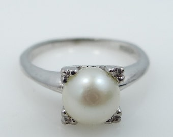 10k White Gold Cultured Pearl Lady's Ring