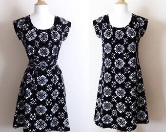 Black and White Cotton jersey Tshirt Dress Geometric print raglan cap sleeve minimalist shift dress knee length summer dress - Made to Order