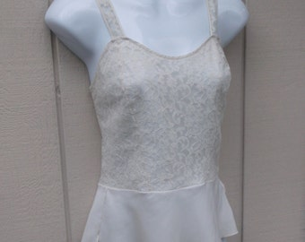 Vintage 40s to 50s White Camisole with Lace Bodice and Peplum Waist / Lil' Lacy Barbizon / Size xs - sml 32 - 34 bust
