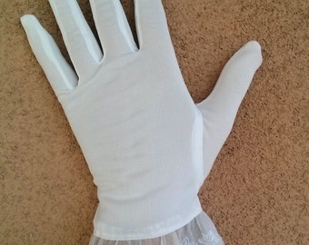 Vintage 1950s Gloves White Stretchy Embroidered Ruffle 50s Fashion Sz L