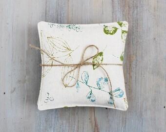 Lavender Sachets, Linen Botanical Print, Retro Style
