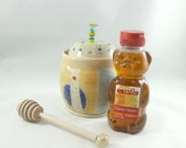 Ceramic Honey Pot with honey dipper - honey jar and dipper - lidded storage jar for honey, jam, syrup