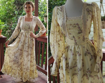 WILD FLOWERS 1960's 70's Vintage Cream White Prairie Maxi Dress with Lace and Lilac Flowers // by Judy's // size XS Small