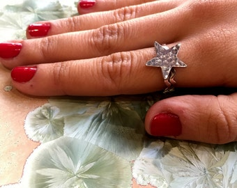 Sterling silver Star ring, Silver Star ring, Hammered ring, thin ring, stacking boho ring, delicate ring, dainty ring - Bold and Brave R2304