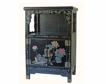 Vintage Chinese coromandel double door shelf - Asian style shelf - lacquered floral pattern on black background - room furniture accent