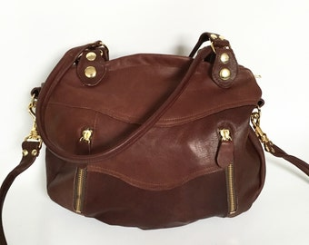 Larch bag in maroon brown  - gold tone hardware - tassel zippers