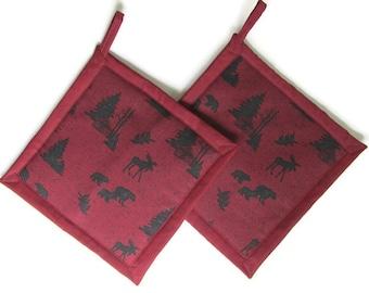 Moose and Bear Wilderness Cabin Potholders, Moose Theme Kitchen, Moose Pot Holders, Bear Kitchen Decor, Moose Hot Pads, Moose Hot Mats