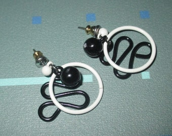 Vintage MOD 80s Black and White Geometric Circle and Squiggle Dangle Earrings