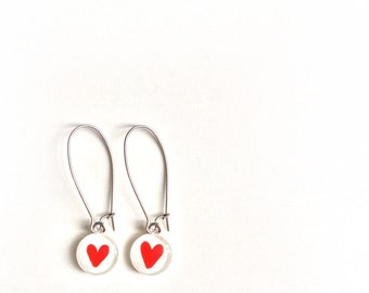 Red heart dangle earrings - handpainted by azurine -