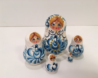 Vintage 5 piece Nesting Dolls