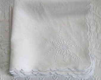 white linen napkins . embroidered linen napkins . 8 embroidered napkins . lot of 8 . white on white napkins . hand embroidered napkin