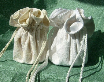 Free Bridal Jewelry Pouch, wristlet in ivory or white when you purchase 5 bags for your bridesmaids