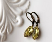 Yellow Rhinestone Earrings / Jonquil Rhinestone / Old Hollywood Glam / Vintage Earrings / Pale Yellow Daffodil / Wedding Jewelry / Brida