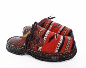90's SOUTHWEST blanket clogs // vintage Born clogs // red ethnic native clogs // women's size 7