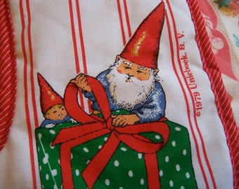 unieboek christmas gnome hot pad