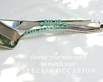 Simple, modern cake cutting set, wire wrapped cake knife server set, cake serving set PERSONALIZED, beach serving set in aqua swirls of wire