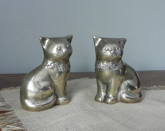 Pair of vintage solid brass cats kitties kittens - two