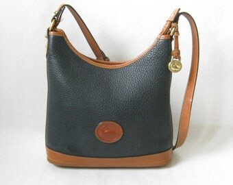 Vintage Dooney and Bourke Pebbled Leather Purse.
