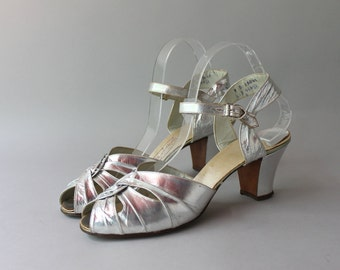 1930s Metallic Silver Sandals / Vintage 30s Cutout Ankle Strap Heels / Silver Leather 1930s Peep Toes 9 B