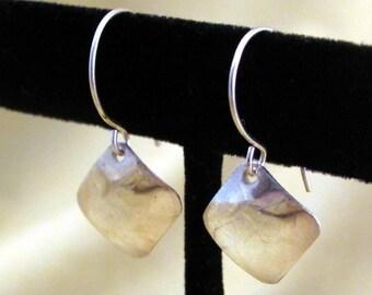 Silver square earrings - minimalist earrings - small earrings - silver minimalist - square earrings - shiny earrings - small squares