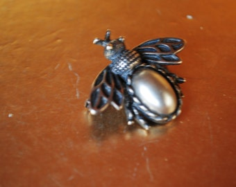 Boho vintage 70s pewter bug brooch with a a grey cabochon, oval shape lucite as a centerpice. Made in USA.