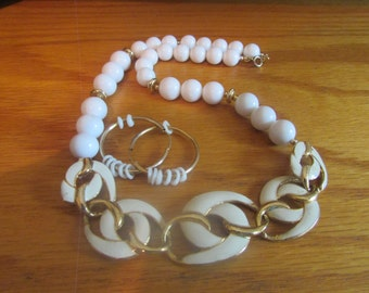 white swirl chain necklace