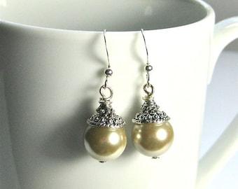 Ivory Pearls and Silver Earrings. beige pearl dangle earrings, vintage style pearl earrings