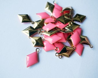 50 pcs of diamond shape hand cast resin drop in neon bright pink on gold tone plated base 12.5x7.5 mm