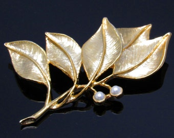 Vintage Leaf Brooch Mid Century Gerrys Jewelry P7381