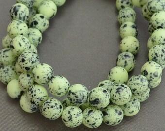 Czech Druks Pale Pistachio Tea Green Birds Egg Matte 8mm (Strand of 25)