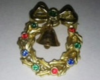 Tiny Vintage Scatter Pin, Christmas Wreath with Bell.