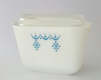 Pyrex Refrigerator Dish with Lid, Snowflake