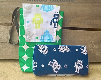 Robot diaper pouch with wipes case
