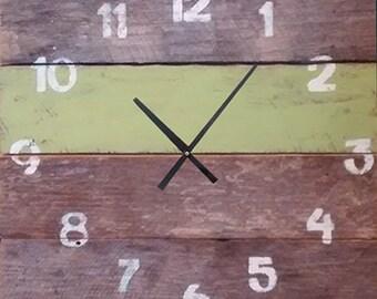 Pallet Clock - Apple Green
