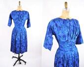 "1950s cocktail dress   blue cinched waist foliage print dress   vintage 50s dress   S W 26"""