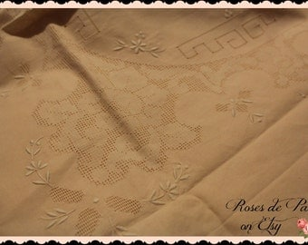 Vintage tablecloth beautiful Blush Pink lace and embroidery open roses NEVER USED orig tag